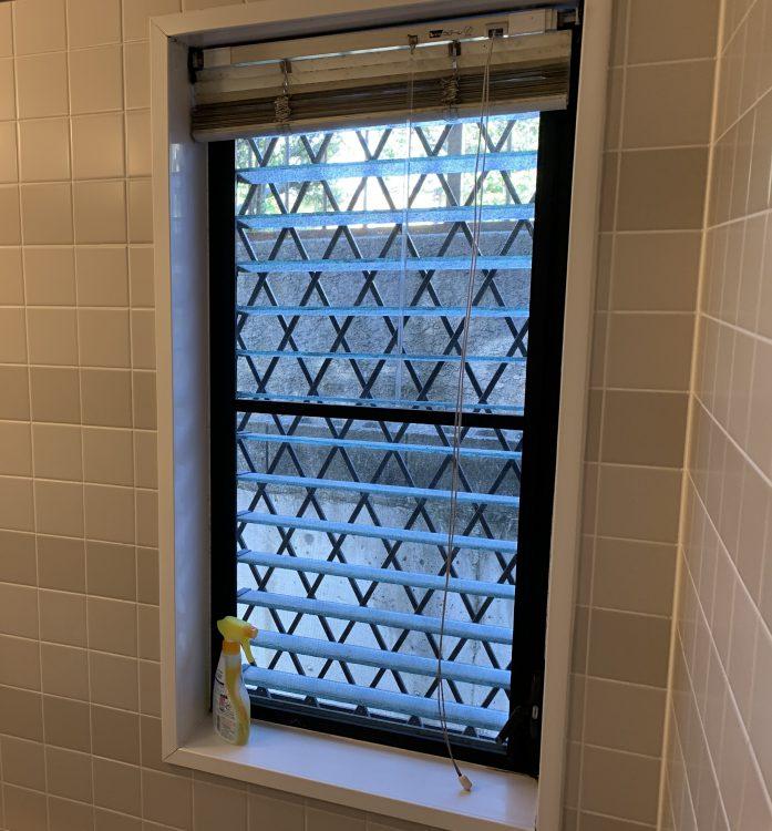 浴室窓施工前